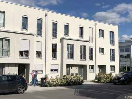 ideal für die junge Familie - neuwertiges Reihenmittelhaus im Neubaugebiet