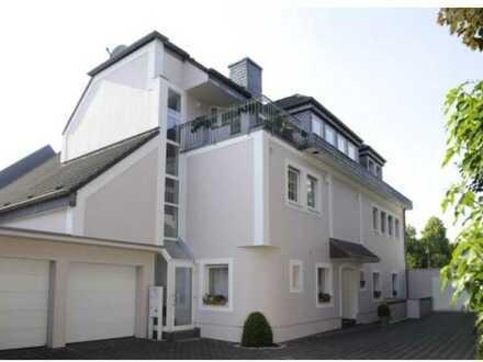 Stilvolle, helle 3-Zimmer-DG-Wohnung mit Balkon in Junkersdorf