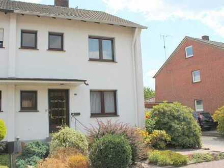 Stadtnah gelegene Doppelhaushälfte mit Garten (EP) und Garage sucht neuen Eigentümer