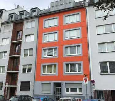 Top-Apartment für eine Person. Wohnzimmer/Küche/Balkon in zentraler Lage usw