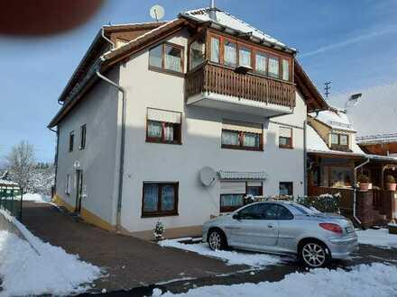 Vollständig renovierte Wohnung mit zweieinhalb Zimmern und Einbauküche in Bad Herrenalb