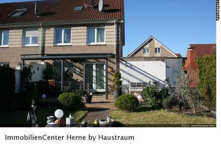 Modernes Einfamilienhaus mit Photovoltaikanlage + Garage + Palme