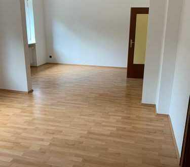 Große, helle 4,5 Zimmer-Wohnung mit Balkon im Brentanoviertel für max. 4 Personen
