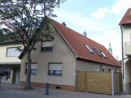 Großes Einfamilienhaus mit großer Doppelgarage für Hobbys