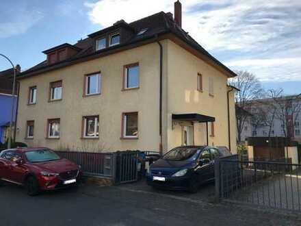 Frisch sanierte Doppelhaushälfte in Frankfurt-Fechenheim