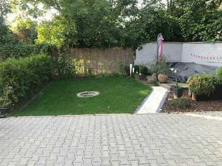 Moderne und helle Loft Souterrain mit eigenem Gartenanteil!