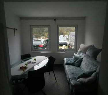 1-Zimmer im EG - Küche, Bad / WC und Waschraum in Gemeinschaft