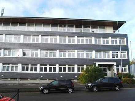 12 TSD qm Gewerbepark: 1,5 TSD qm Büros, 3,5 TSD qm Hallen, 7 TSD qm Freifläche