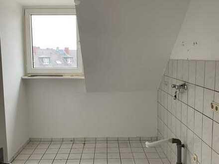 3 Zim.- Dachgeschosswohnung in zentraler Lage- Hell und geräumig mit Tageslichtbad