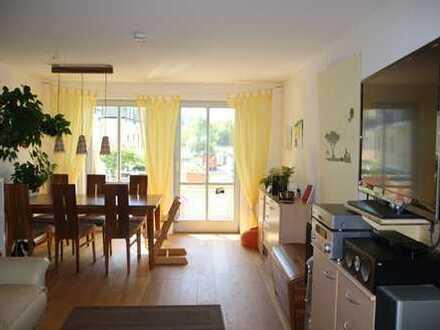 Schöne, helle 4-Zimmer-Wohnung mit Balkon und EBK in Ismaning