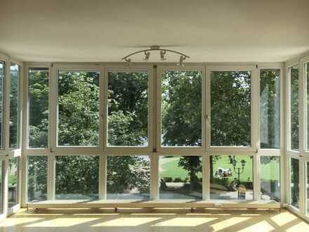 Stilvolle, modernisierte 4-Zimmer-Wohnung mit Balkon und Einbauküche in Heidelberg