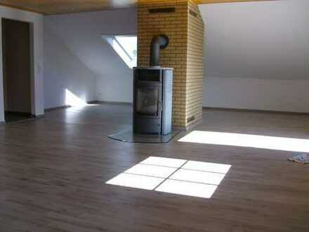 Großzügige DG-Wohnung mit Balkon in Büdingen-Büches