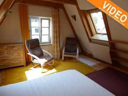 Stadtmitte: gemütliche Dachgeschosswohnung voll möbliert - 850€ warm zzgl. Strom