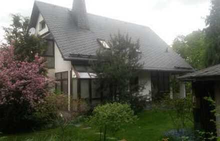 großzügiges, modernes Einfamilienhaus mit 4 Zimmern + Eßzimmer, 2 Garagen, großem Garten, Kamin uvm.