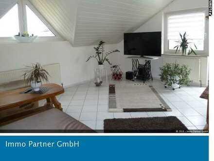 Moderne 2 Raumwohnung mit Einbauküche, Balkon und Stellplatz
