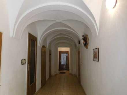 Sie suchen eine kleine 2 Raumwohnung im Zentrum von Annaberg direkt am Kloster ....?