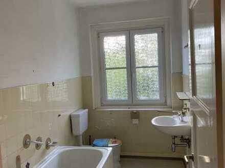 Hell und Großzügige 4-Zimmer-Wohnung mit Balkon Whg 6