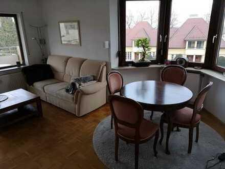 Möblierte, helle, ruhige, gepflegte 2-Zimmer-Wohnung mit Balkon + EBK in Böblingen. WC + Bad einzeln