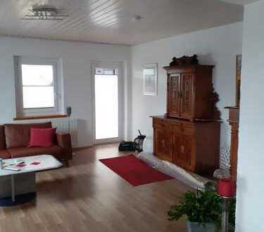 Vollständig renovierte 3-Zimmer-Wohnung mit Balkon und EBK in Häusern