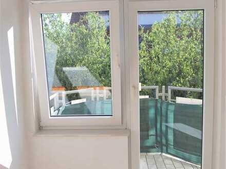 Schicke, helle 3-Zimmer-DG-Wohnung mit Balkon und Einbauküche
