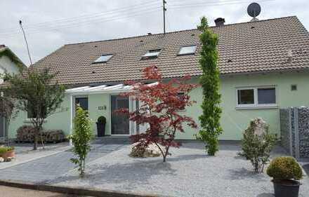 EIGENNUTZ mit RENDITE! 4-Familien-Haus, gr. Garten EG-Wohnung mit 168 qm FREI! 2 Garagen, 3 Stpl.