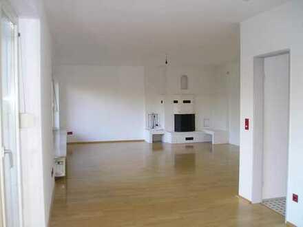 Großzügige 3 Zimmer-Wohnung mit offenen Kamin in Enkheim zu vermieten!
