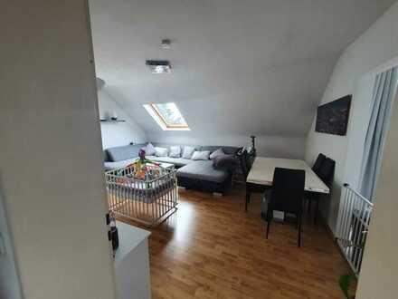 Helle, großzügige Dachgeschosswohnung mit Loggia und Einbauküche in Roth