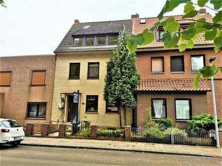 Oslebshausen! Renovierungsbedürftiges Reihenmittelhaus mit 3 Wohnungen und Garage!