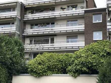 Große Eigentumswohnung mit Tiefgaragenstellplatz in ruhiger Wohngegend