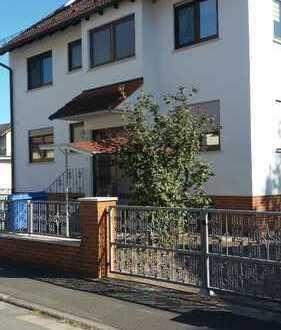 Gepflegte 6-Zimmer-Wohnung mit Balkon und EBK in Goldbach
