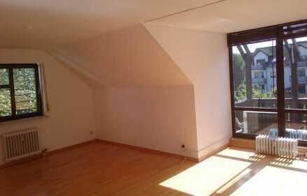 Ruhige und gepflegte 3-Zimmer-DG-Wohnung mit kleinem Südwest-Balkon