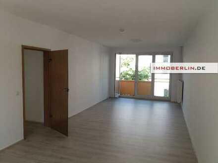 IMMOBERLIN: 2019 modernisierte Wohnung mit Westbalkon zwischen Remisenpark & Jungfernsee