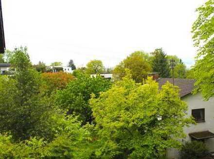 Großzügige OG Wohnung mit Balkon und Blick ins Grüne