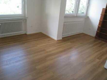 **Frisch renovierte großz. 3,5-Zi.-Wohnung mit Südbalkon in Wellinghofen**