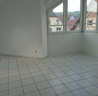 Geräumige, preiswerte und vollständig renovierte 2-Zimmer-DG-Wohnung in Bad Pyrmont