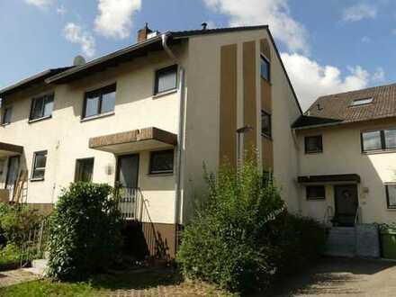 Reihenhaus in bevorzugter Lage mit 154 m² Wohnfläche - 5,5 Zimmern, Garage und Außenstellplatz!