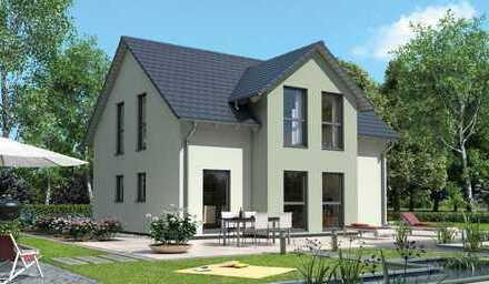 Elegantes Haus mit Blick über Wiese, Bach und Wald