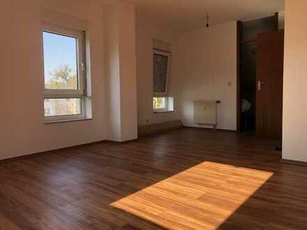 Gemütliche, lichtdurchflutete 1-Zimmerwohnung (Dachgeschoss) mit großem Bad, Baden-Baden,zentrumsnah