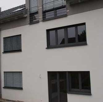 Schöne 3-Zimmer-EG-Wohnung mit Terrasse in kleiner modernisierter Wohneinheit
