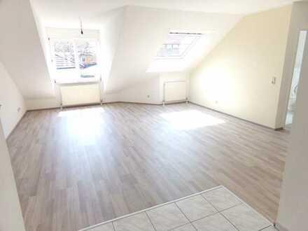 Schöner wohnen in moderner zwei Zimmer Dachwohnung in Steinau an der Straße/Marborn