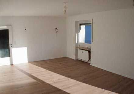 Hervorragende Lage - Hain: stilvoll renovierte 4-Zimmer-Whg. mit Westbalkon