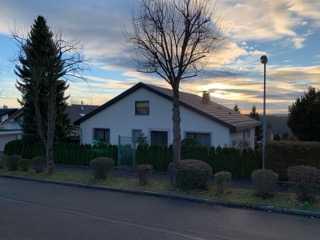 73207 Plochingen-Musikerviertel: großes Haus / umlaufender Balkon / Terrasse / Garage