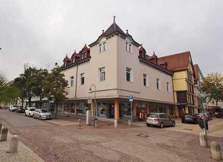 Wohnetage und Bühne zum Selbstausbau in stilvollem Wohn- und Geschäftshaus in 1A-Innenstadtlage