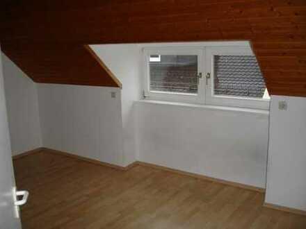 Dachwohnung in ruhigen Studentenhaus sucht dringend Nachmieter!