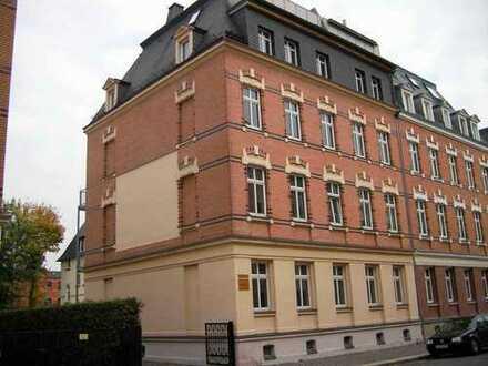 Ruhig und dennoch zentral gelegen: Kleine 2 Raum Wohnung mit Balkon, EBK möglich