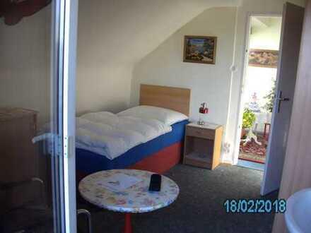Möbliertes Zimmer an Berufspendler zu vermieten, Tel. 01716203329