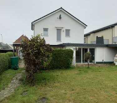 Modernisierte 2,5-Zimmer-Maisonette-Wohnung mit Balkon und Einbauküche in Geestland