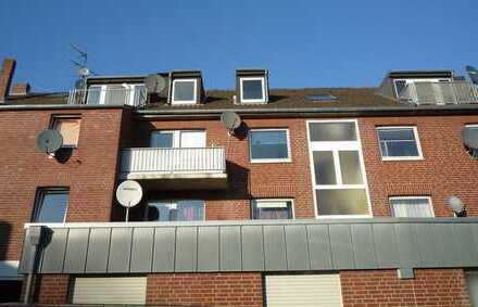 ***Erkelenz-Lövenich, 3-Zi.-Dachatelierwohnung mit offener Küche + Balkon zum Innenhof!***
