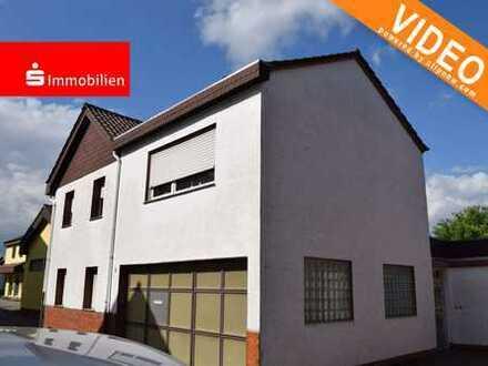 Innenstadtnah - Hier steckt Potential drin: Zweifamilienhaus + Nebengebäude in kleiner Seitenstraße