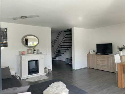 Neuwertige Maisonette-Wohnung mit vier Zimmern und Balkon in Nordheim, Württ
